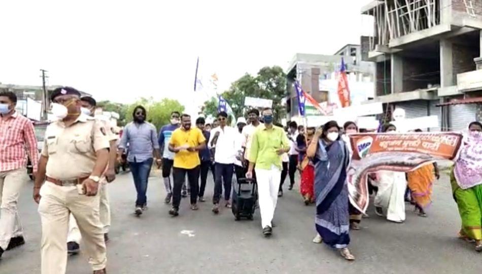 महागाई विरोधात बहुजन मुक्ती पार्टीचे धक्का मारो आंदोलन