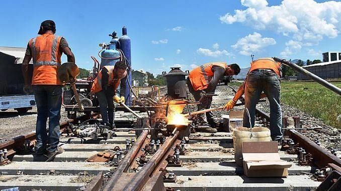 रेल्वेत होणार नोकर कपात - आर्थिक अडचण की खासगीकरणाचा डाव?