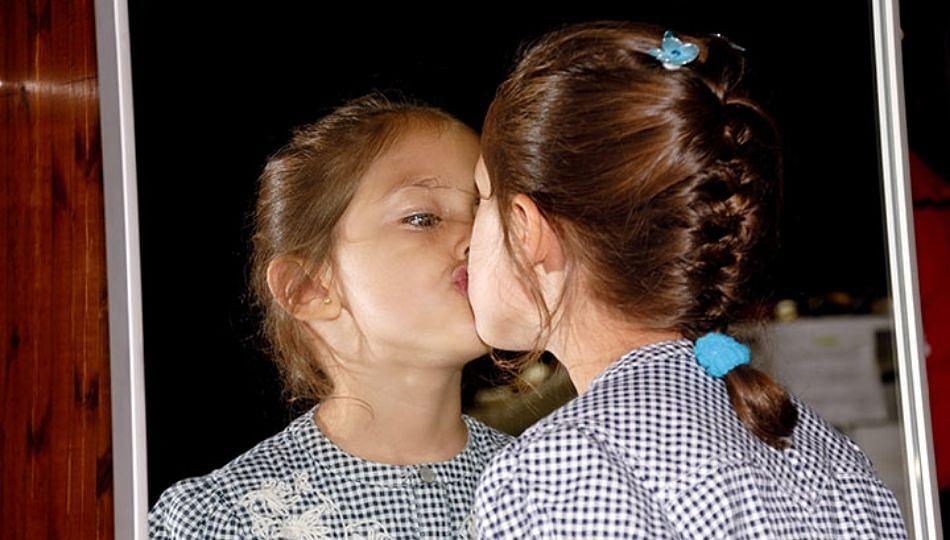 Narcissistic disorder : अति लाड, प्रेमाने मुलांमध्ये विकृत मानसिकता वाढण्याचा धोका सर्वाधिक