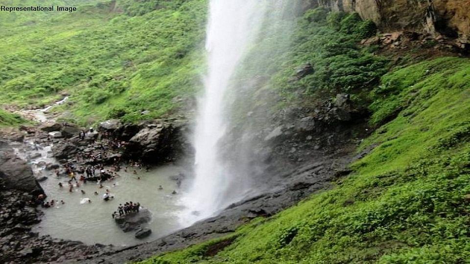 नवी मुंबईतील पांडवकडा धबधब्यात बुडून दोघांचा मृत्यू