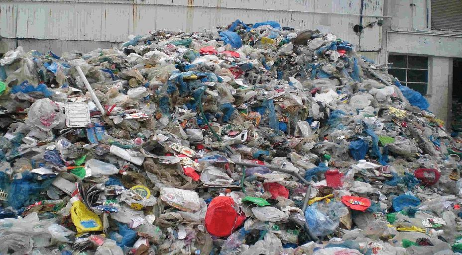 ब्रिटनला प्लास्टिकचा  विळखा
