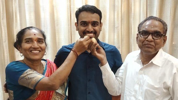 कुकाण्याचा विनायक युपीएससीत महाराष्ट्रात दुसरा
