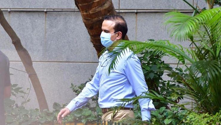 मुंबई पोलिसांच्या गुन्हे शाखेने थेट परमबीरसिंहांच्या घरावरच चिकटवली नोटीस