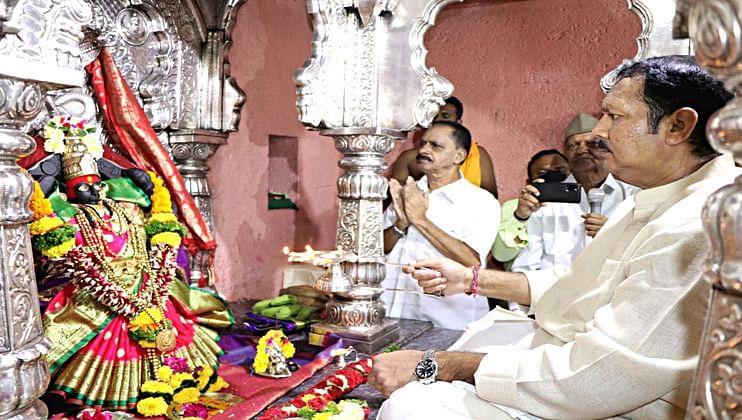 MP Udayanraje performed Aarti of Bhavani Mata on Pratapgad
