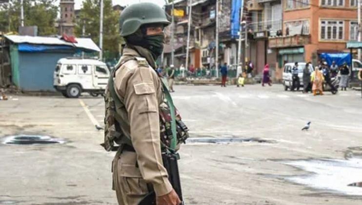 दहशतवाद्यांचा धुमाकूळ; श्रीनगरमध्ये दोन शिक्षकांची हत्या...पाच दिवसांत सात मृत्यू