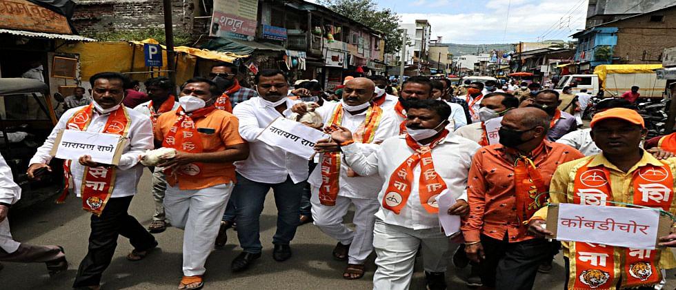 नारायण राणे कोंबडी चोर...म्हणत शिवसैनिकांचा साताऱ्यात मोर्चा