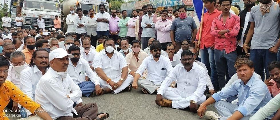 विखेंविरोधात तनपुरे साखर कारखान्याचे कामगार रस्त्यावर