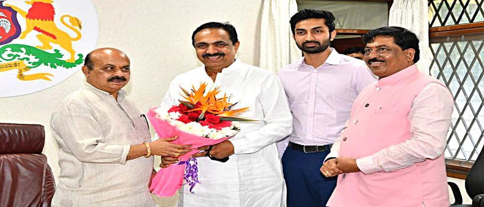 जयंत पाटलांनी घेतली कर्नाटकच्या मुख्यमंत्र्यांची भेट; महापूरादरम्यान सहकार्याबद्दल मानले आभार...