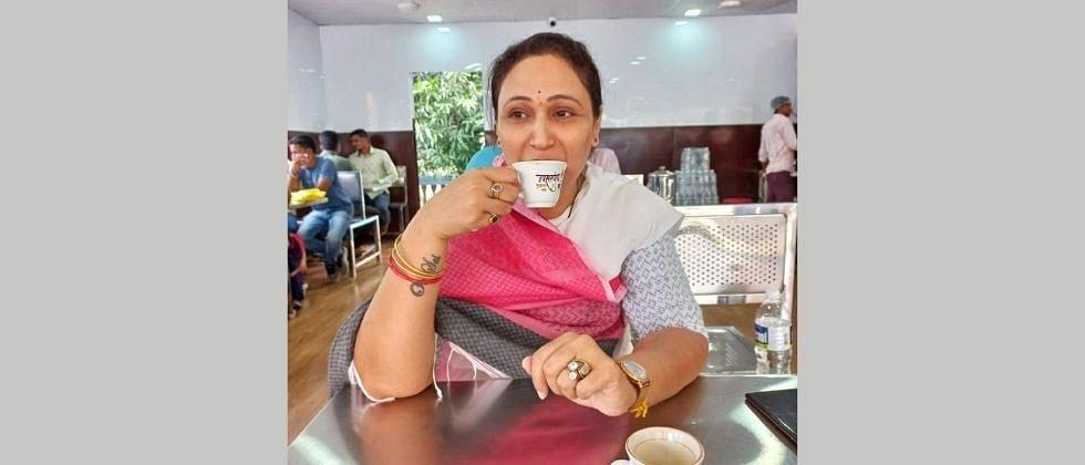 Anuradha Nagwade called on Revenue Minister Balasaheb Thorat