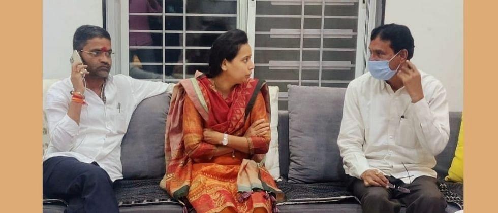 पोपटराव पवारांचे क्रिकेटप्रेम सांगत आदिती तटकरेंनी केले हिवरे बाजारचे कौतुक