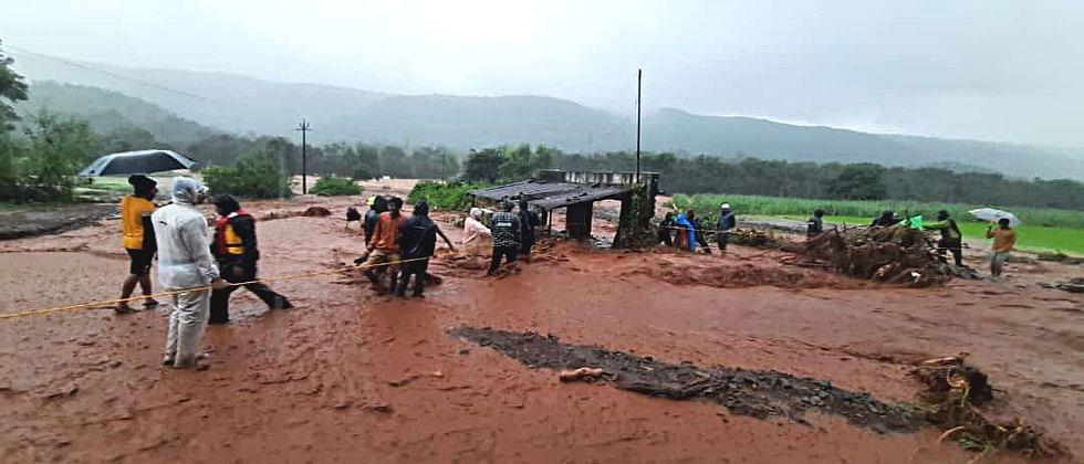 भूस्खलनात आंबेघर गावच वाहून गेले; चार कुटुंबातील १४ जण बेपत्ता