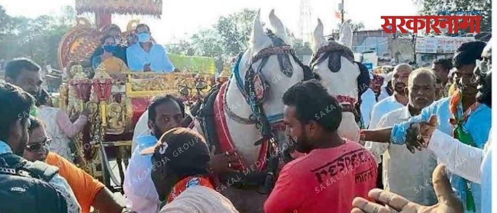 भारती पवारांच्या जन आशीर्वाद यात्रेत भाजप कार्यकर्ते एकमेकांशीच भिडले!
