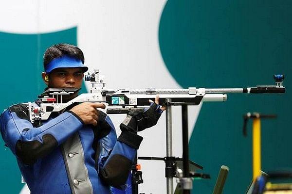 ஆசிய துப்பாக்கி சுடுதல் போட்டியில் வெள்ளி வென்றார் தீபக் குமார்!
