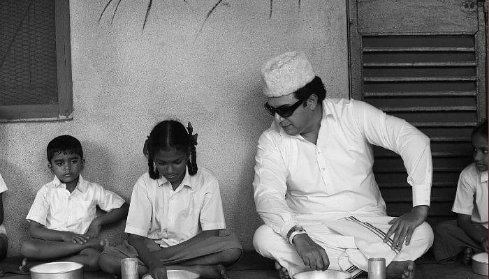 அச்சு அசலாக MGR போலவே இருக்கும் அரவிந்த்சாமி – இது வைரல் ரகம் #Thalaivi