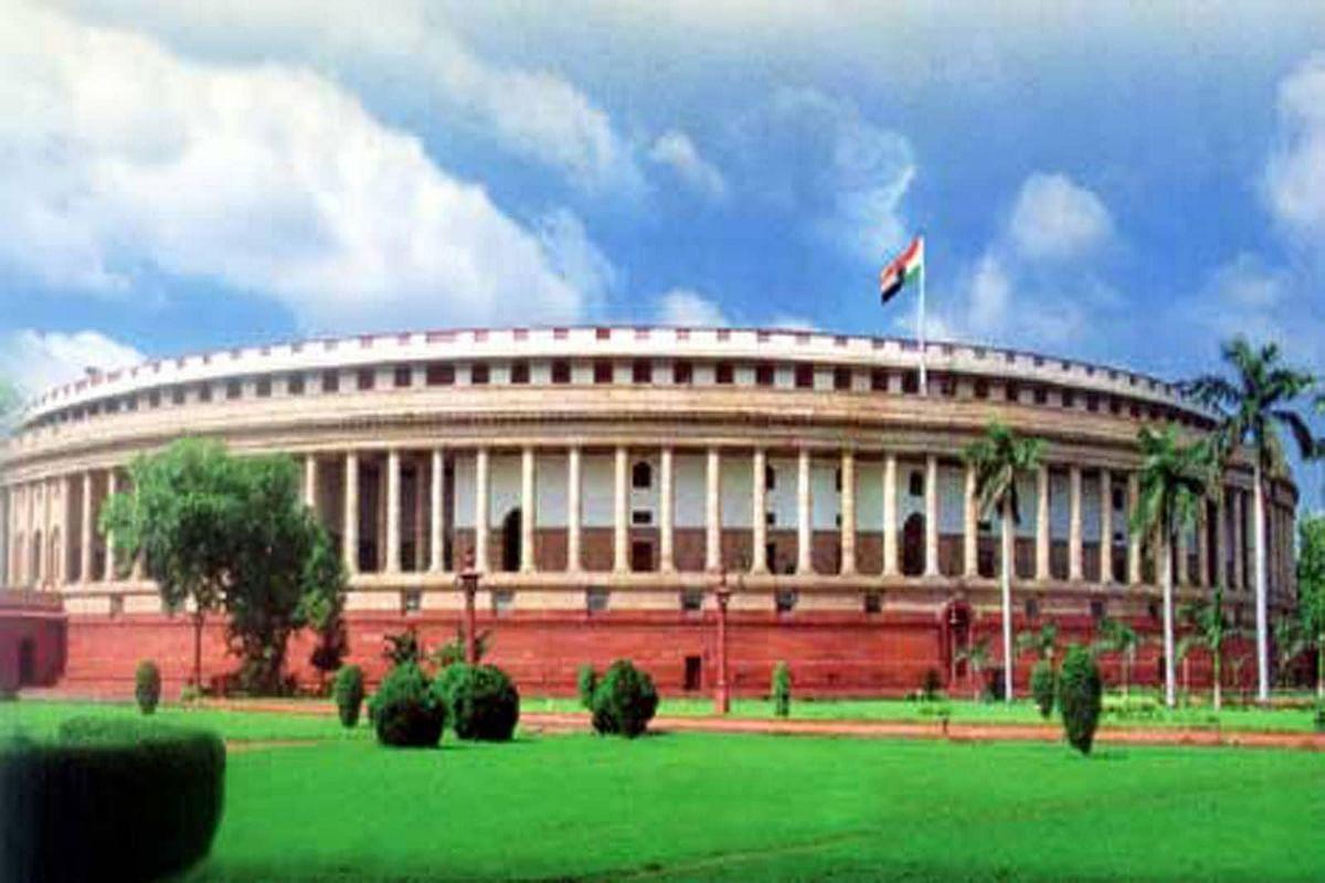 டுவிட்டர், பேஸ்புக் நிறுவனங்களுக்கு 36 மணி நேரம் கெடு கொடுத்த மத்திய அரசு!