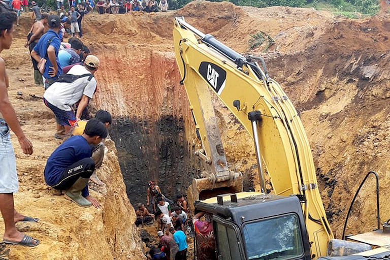 11 Killed in Landslide at Illegal Coal Mine Site in South Sumatra