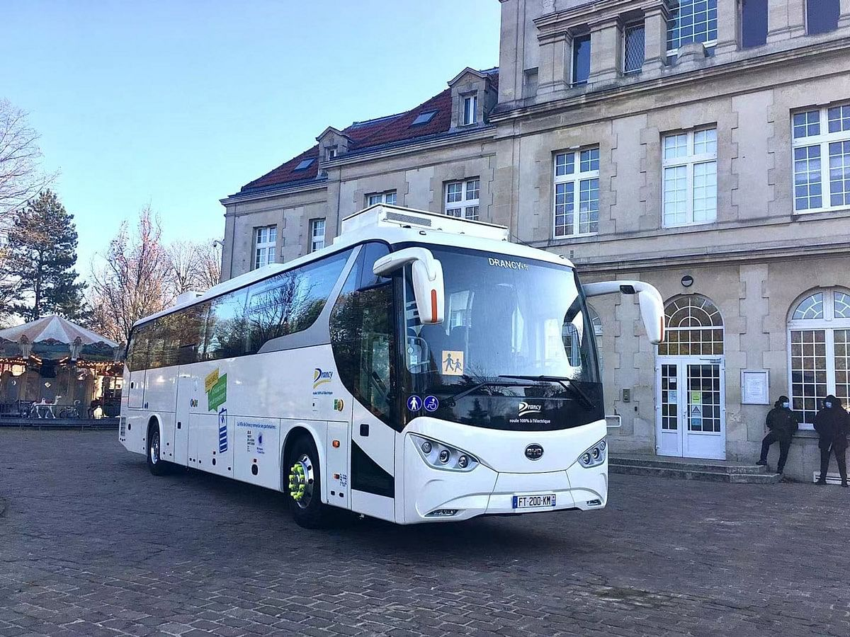 Greater Paris Receives First Electric Coach from BYD