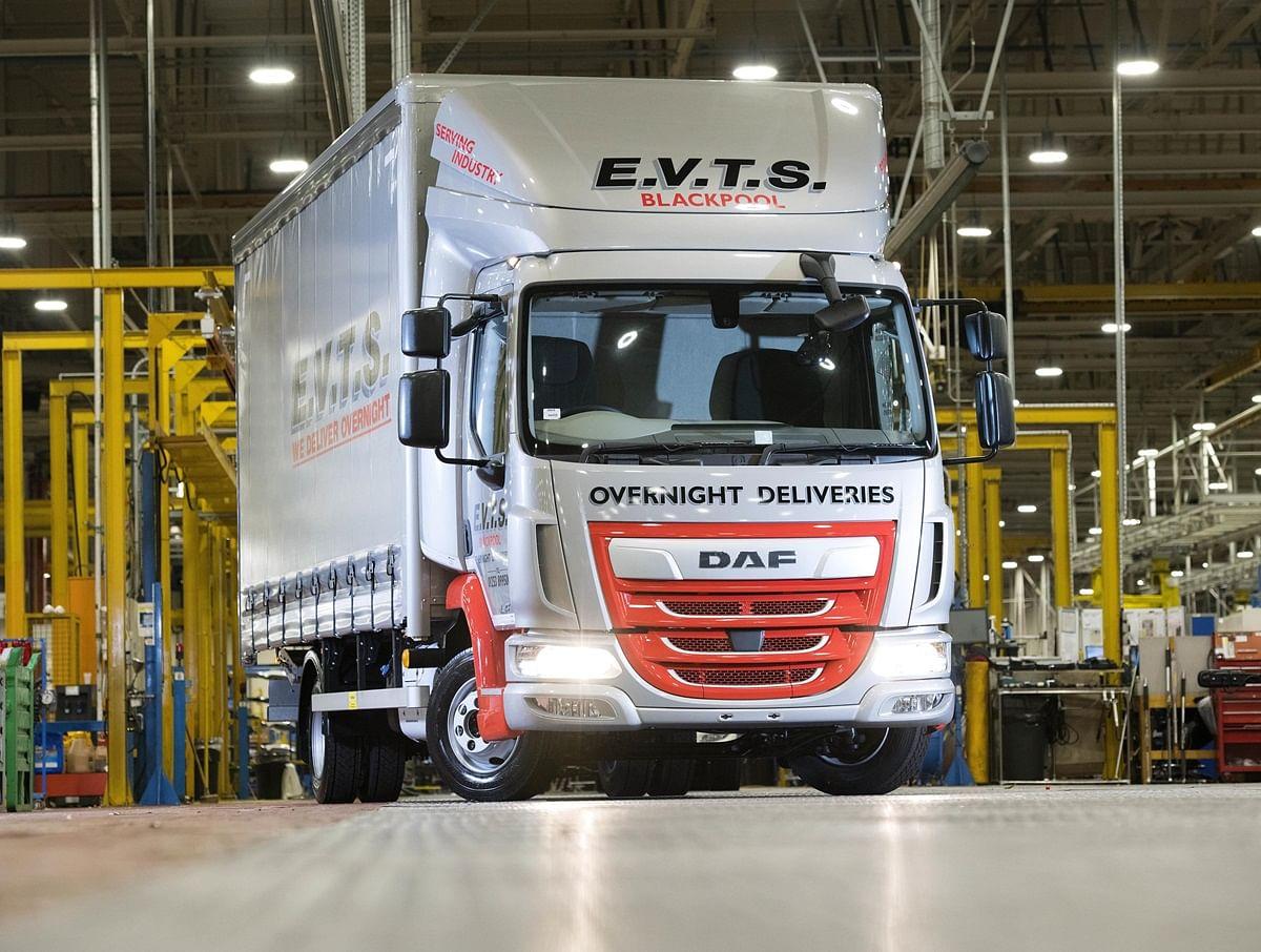 Leyland Trucks Builds 200,000th DAF LF Tuck in UK