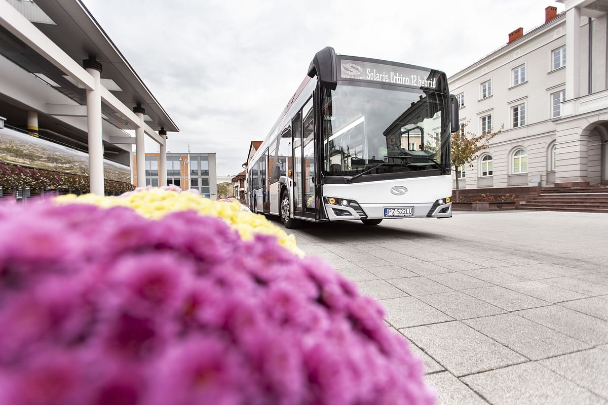 Romanian City Reghin Orders 10 Hybrid Solaris Buses