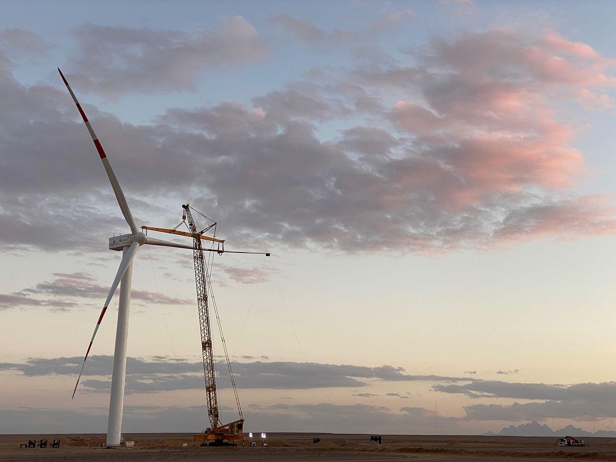 250MW West Bakr Wind Farm Installs First Turbine