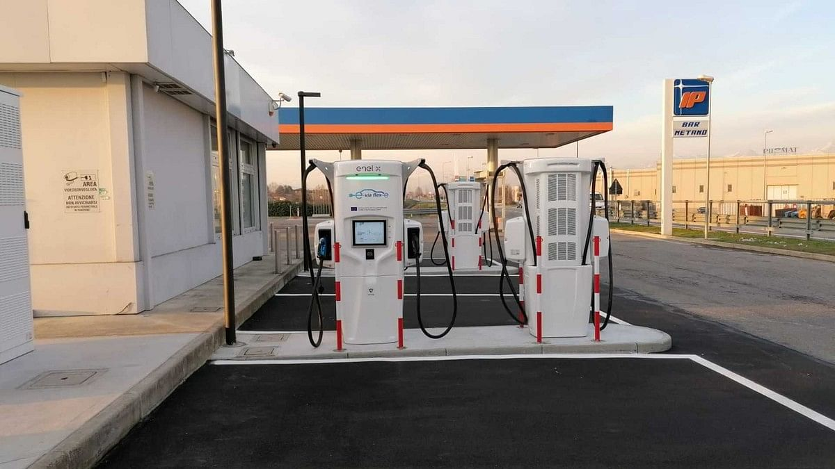 Porsche, Q8 & Enel X to Expand Charging Network in Italy