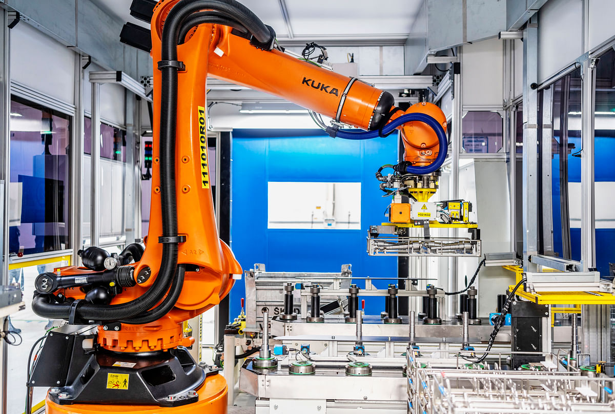 ŠKODA AUTO Creates Smart Handling Robot at Vrchlabí Plant