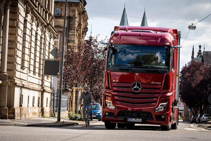 Retrofit Sideguard Assist Solution from Mercedes-Benz Trucks