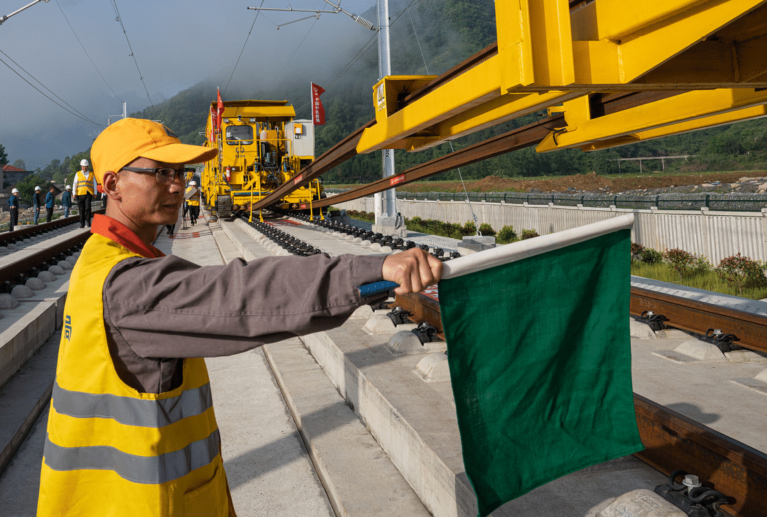 Smart Technology Improves Rail Track Laying Efficiency