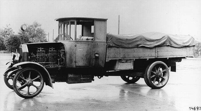 World's First Diesel Truck from Benz & Daimler in 1923