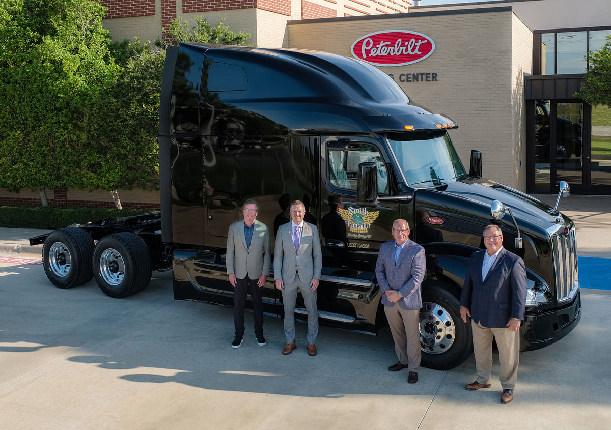 Peterbilt delivers New Model 579 to Smith Transport