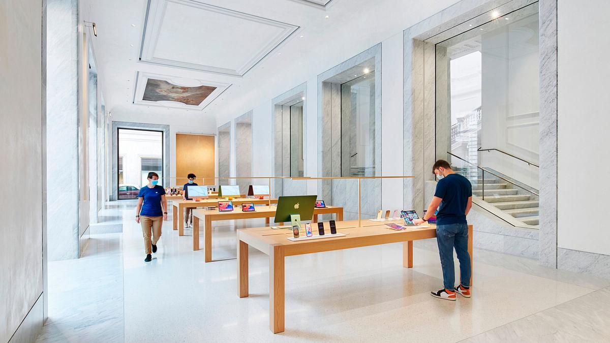 Apple Via Del Corso Opens in Rome