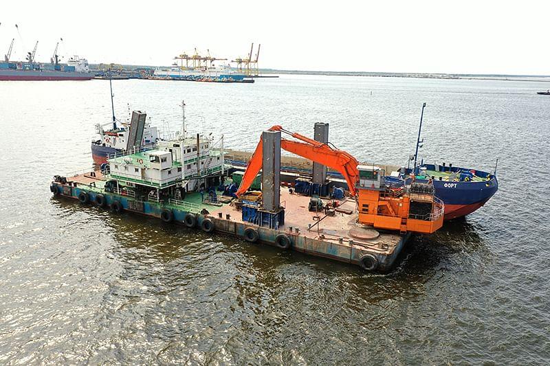 Start of Repair Dredging Works in Seaport of Ust-Luga
