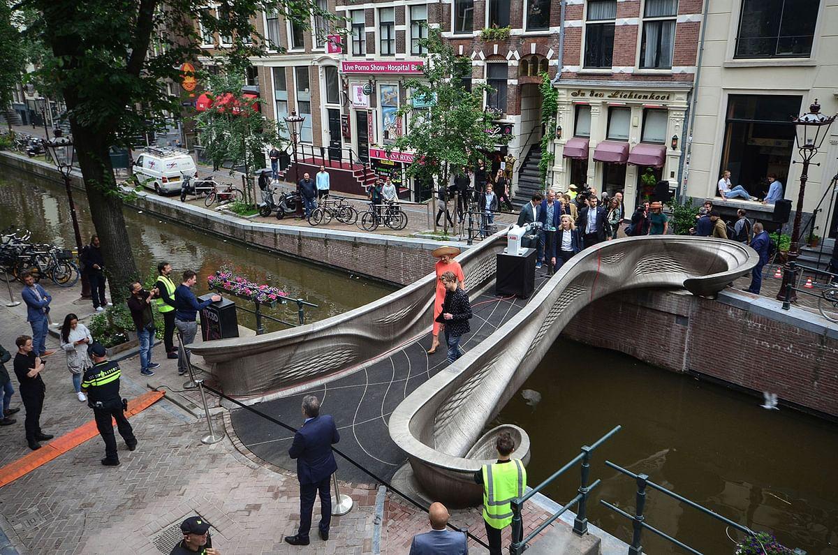 3D Printed Steel Footbridge Unveiled in Amsterdam