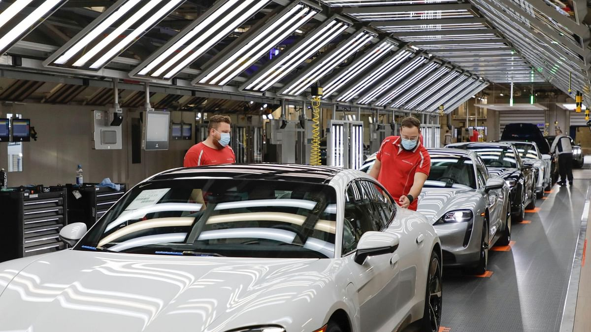 Porsche Calls Suppliers to Switch to Green Energy