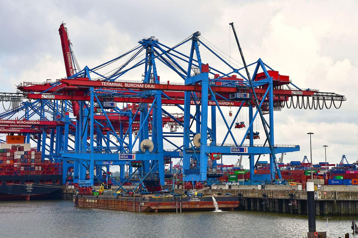 Container Gantry Cranes from Hamburg Loaded for Tallinn