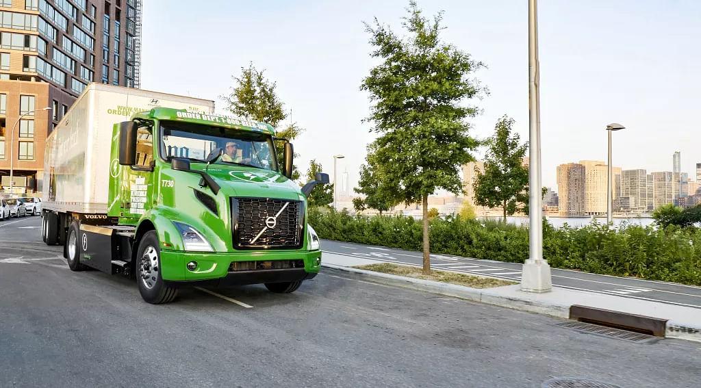 Volvo Trucks Delivers VNR Electrics to Manhattan Beer