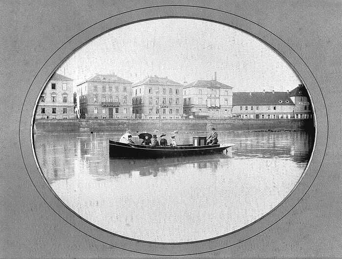 First Test Drives of Daimler's Motorboat 135 Years Ago