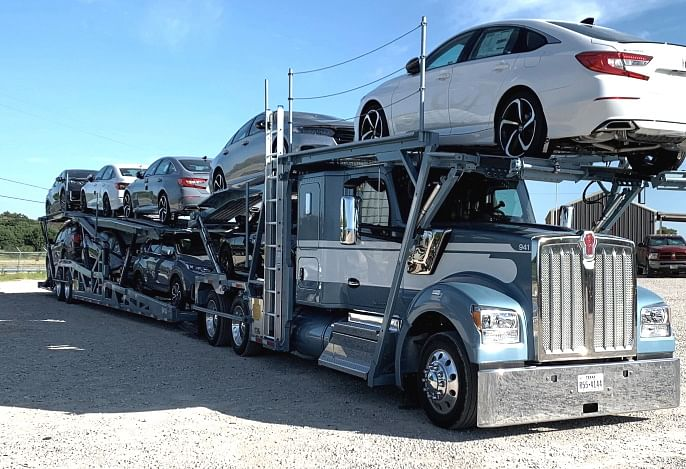 Kenworth Flat Roof Sleeper Delivered to C.A.R. Transport