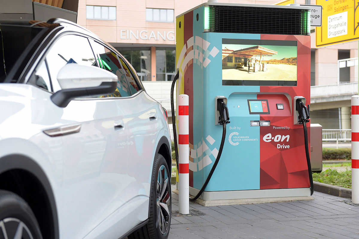E.ON & Volkswagen Launch Fast Charger with Storage Battery