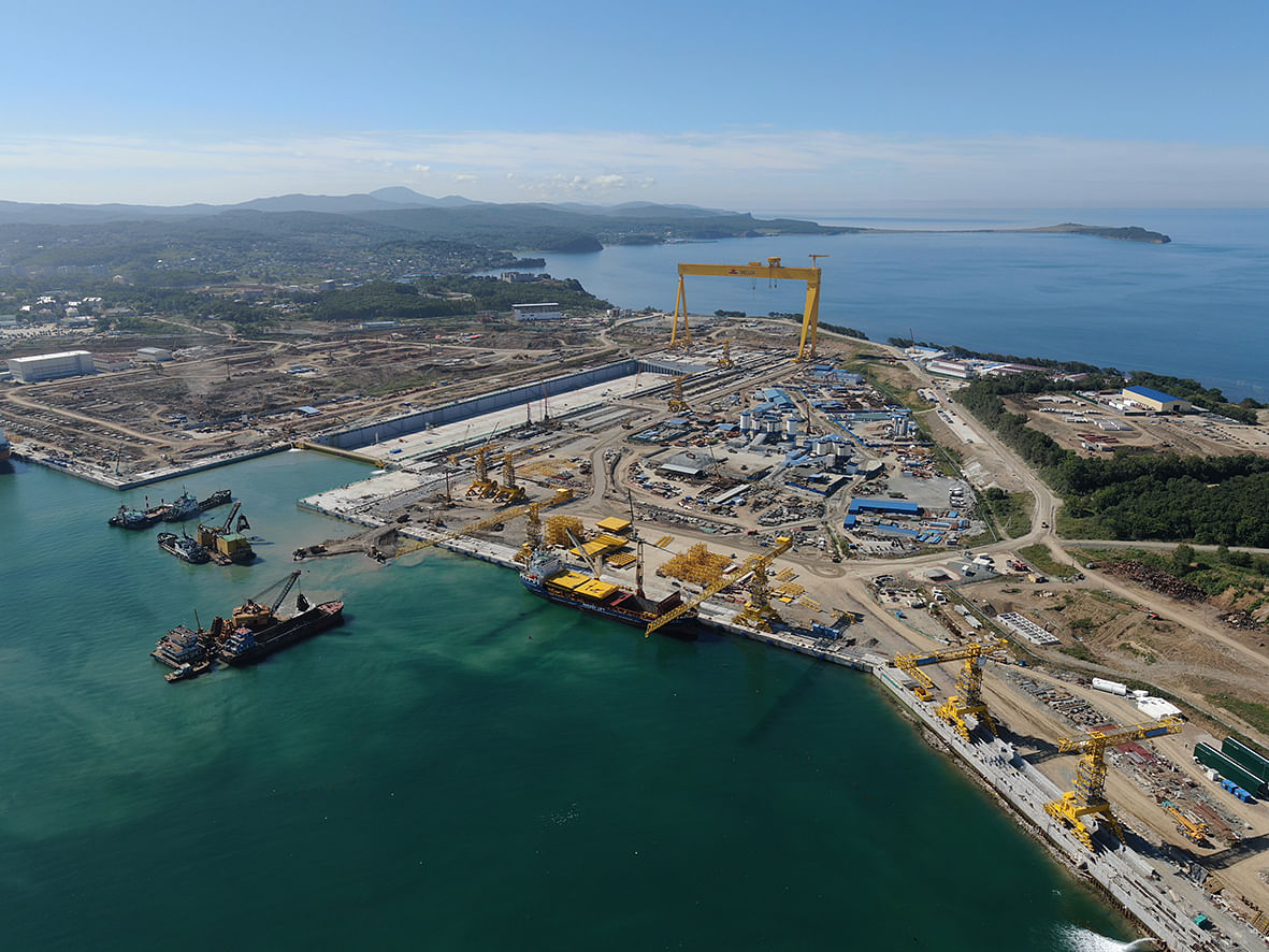 Indian Minister Visits Zvezda Shipbuilding Yard