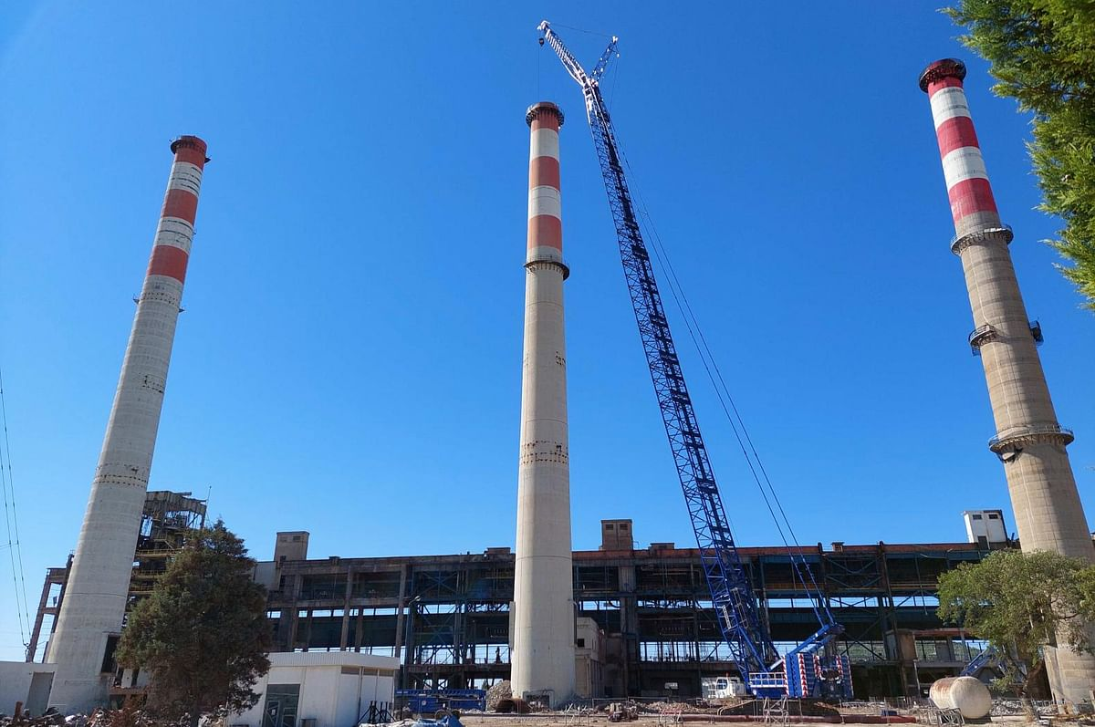 EDP Carregado Power Plant Using Robots to Demolish Chimneys