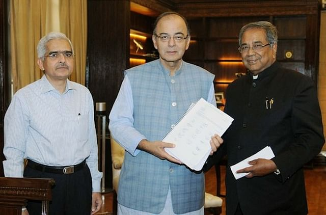 Finance Minister Arun Jaitley receiving the Vishwanathan Committee report.