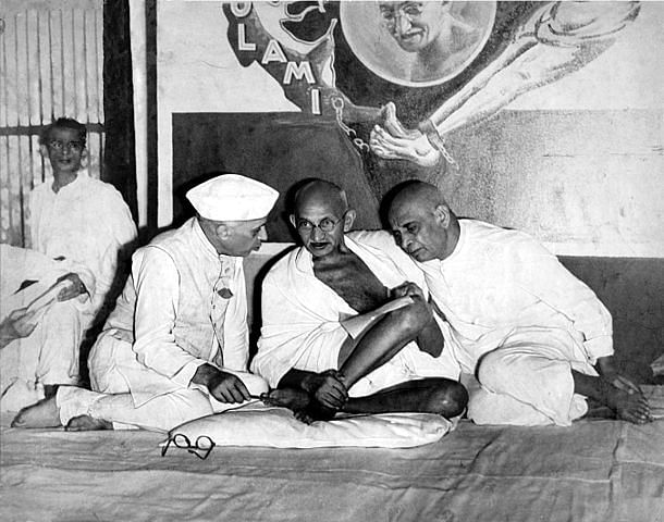 Jawaharlal Nehru, Mahatma Gandhi and Sardar Vallabhbhai Patel, All India Congress Committee meeting, Bombay, 1946 (Wikimedia Commons)