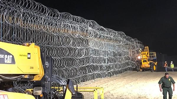 A North Dakotan Company Touted By Trump Wins $400 Million Contract to Construct 50 km of Border Wall With  Mexico