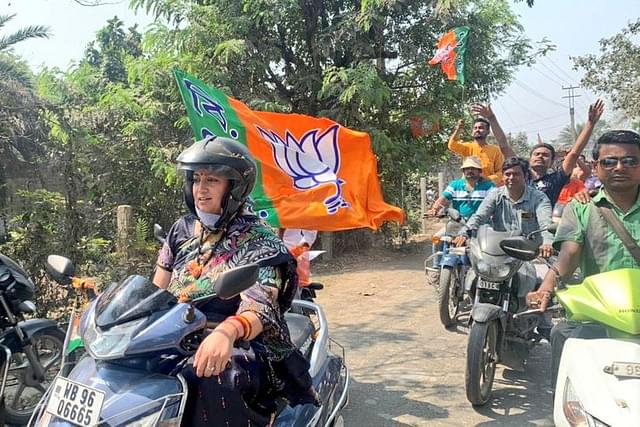 Watch: Union Minister  Smriti Irani Leads BJP Roadshow On A Scooty, Says Lotus Is Set To Bloom In West Bengal