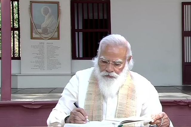 PM Modi at Sabarmati Ashram, Ahmedabad at launch of Amrit Mahotsav of independence (Source: @ANI/Twitter)