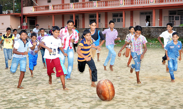 Children playing Polali Chendu