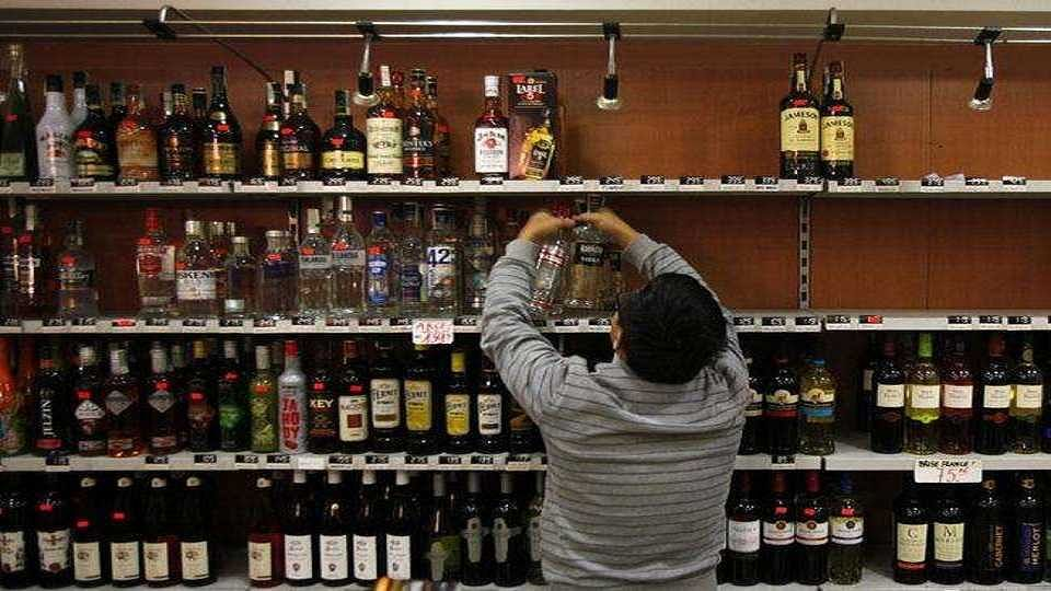 Pune: Strict action against wine shop owners for flouting social distancing