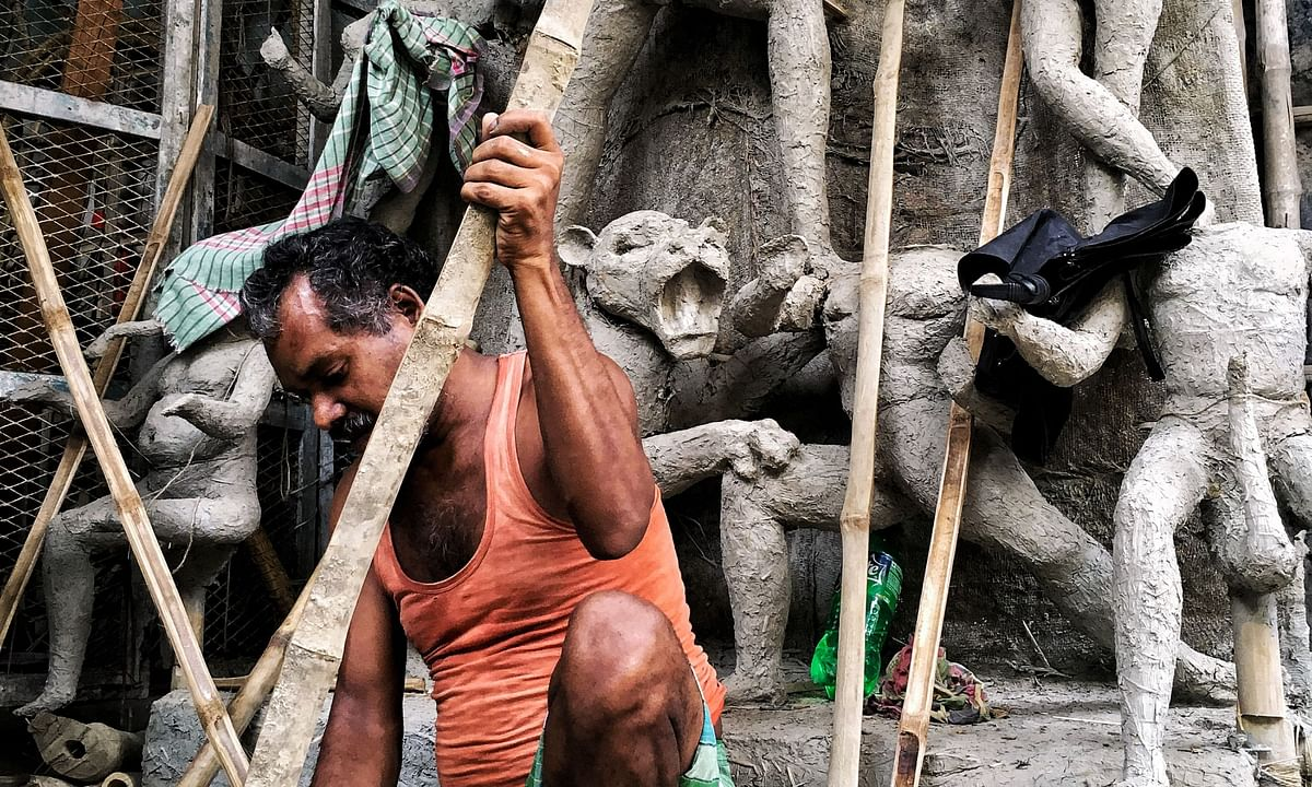The idol makers are stating that there has been a severe drop on orders, however, requisitions from clubs, household pujo and the hinterland have started pouring in.