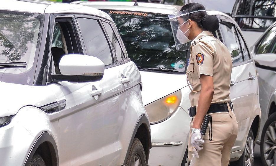 Police officer keeping an eye on those not wearing a face mask  (File pic)